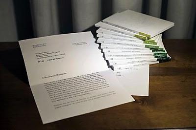 Vaticano adultera foto da carta de Bento sobre Francisco