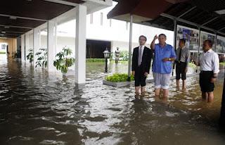 foto dan video banjir jakarta 2013