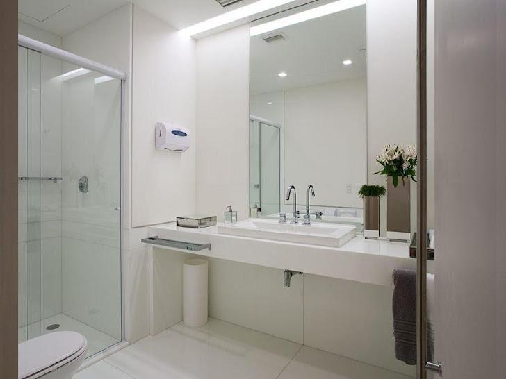 banheiro em granito branco