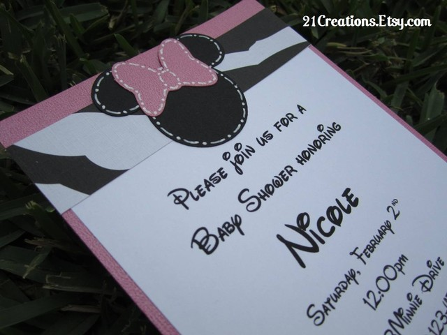 Tarjeta en base rosa ,papel blanco y negro o pueden variar con lunares