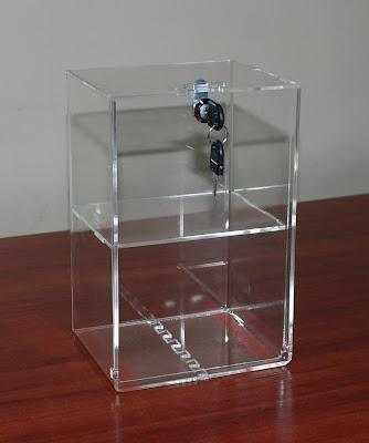 skrzynka z plexi zamykana na kluczyk