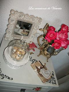 Las creaciones de Victoria. Decoupage en muebles.Restauración de mesita de noche.