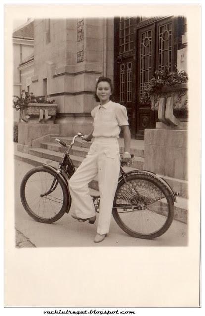 Fata pe bicicleta