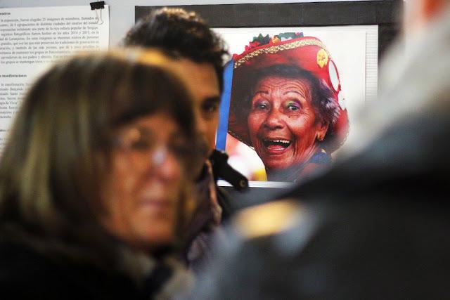 Em destaque, a fotografia da dona Iolanda, mestra do Reisado Dançando com Arte no Centro Cultural Amafuerte - Córdoba - Argentina