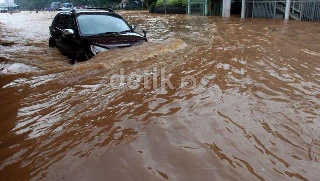 rush lewat banjir