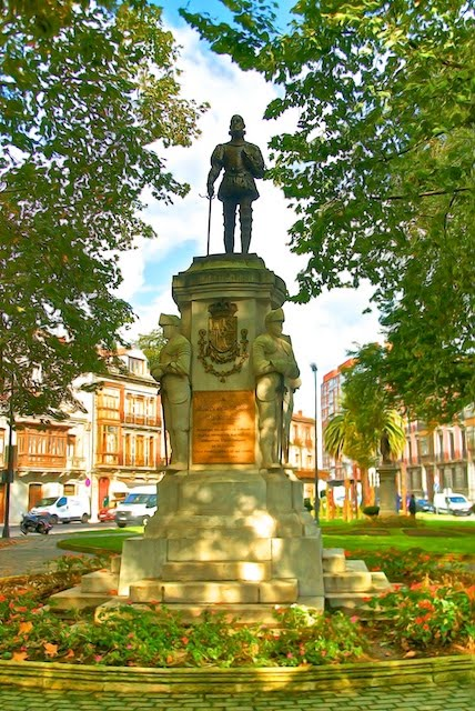 Photograph of the statue of Don Pedro Menendez de Aviles in Aviles, Spain