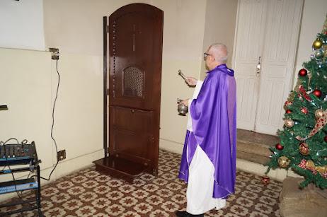 Matriz de S. Pedro e S. Paulo adquire 4 novos confessionários