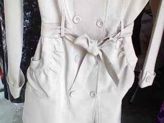 trench coat musim hujan