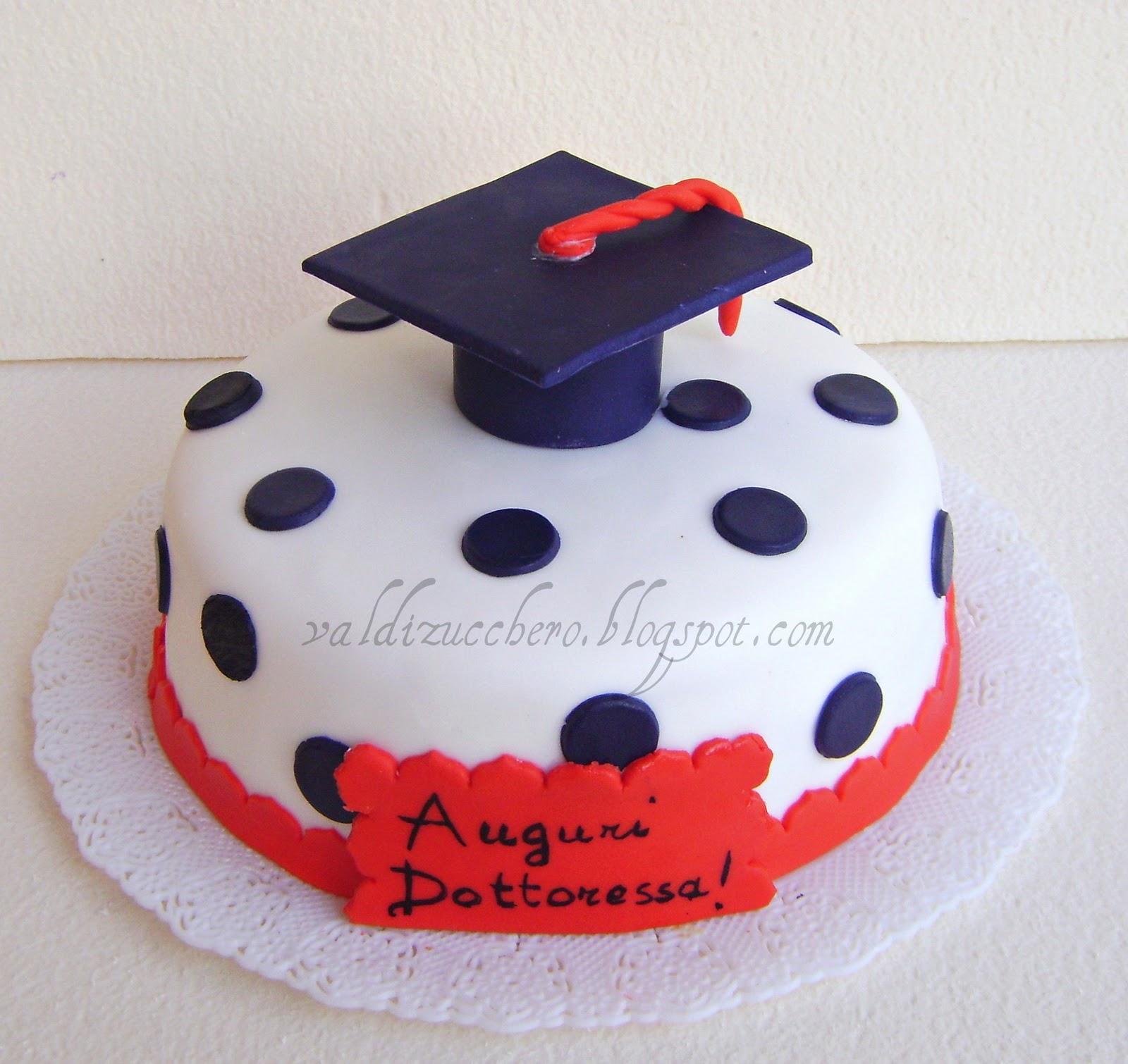 Val di zucchero torta laurea for Decorazioni per torte di laurea