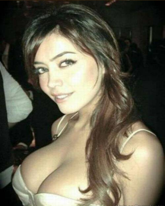 arab busty woman nude images