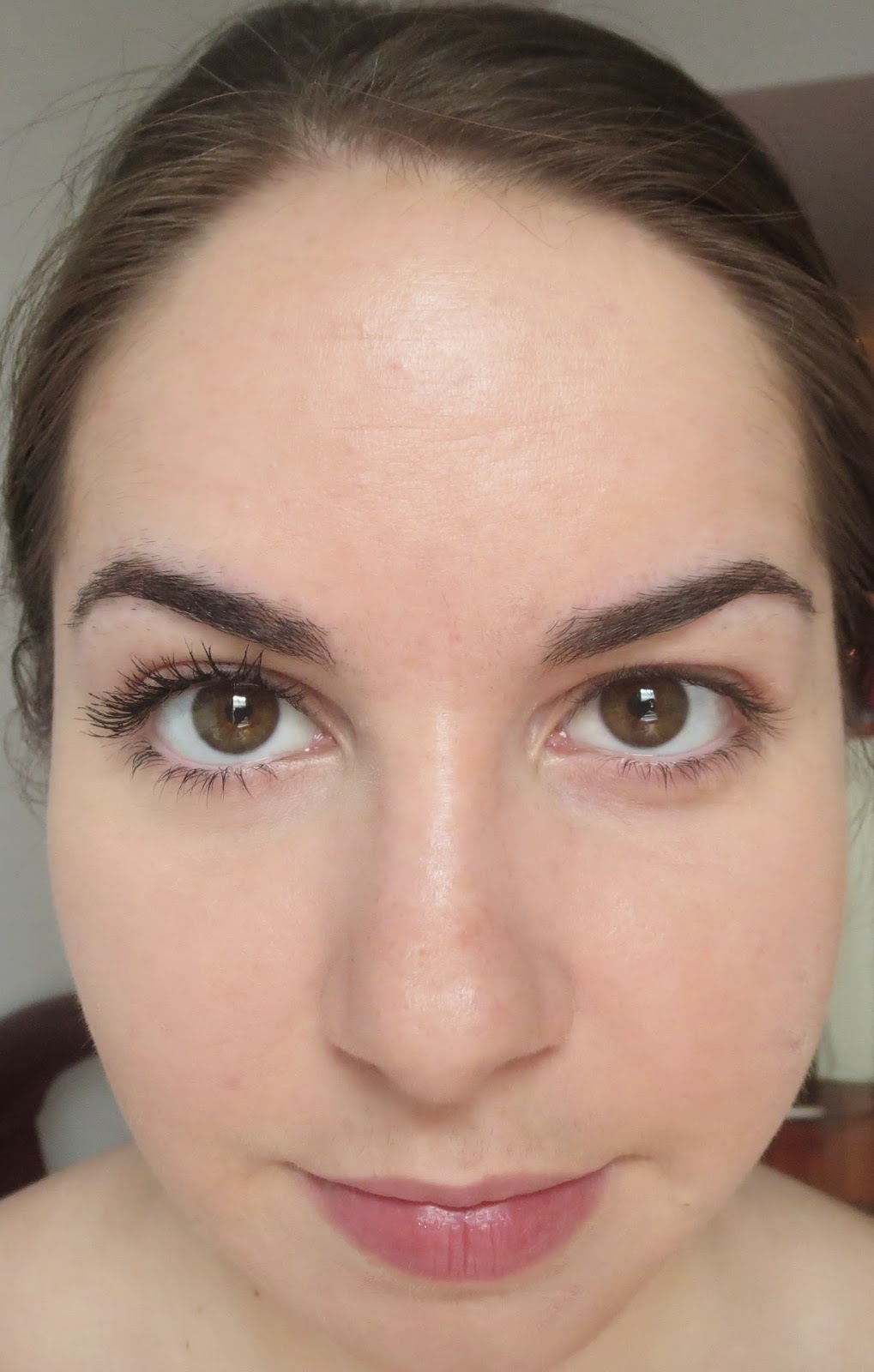 a picture of lashes with and without Annabelle Cosmetics Expandable Mascara