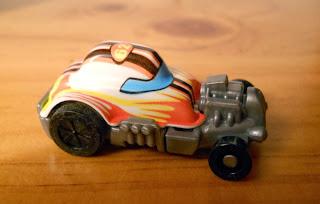 regalo coche huevos kinder