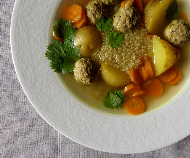 bezglutenowy rosół quinoa, ziemniaki, pulpeciki