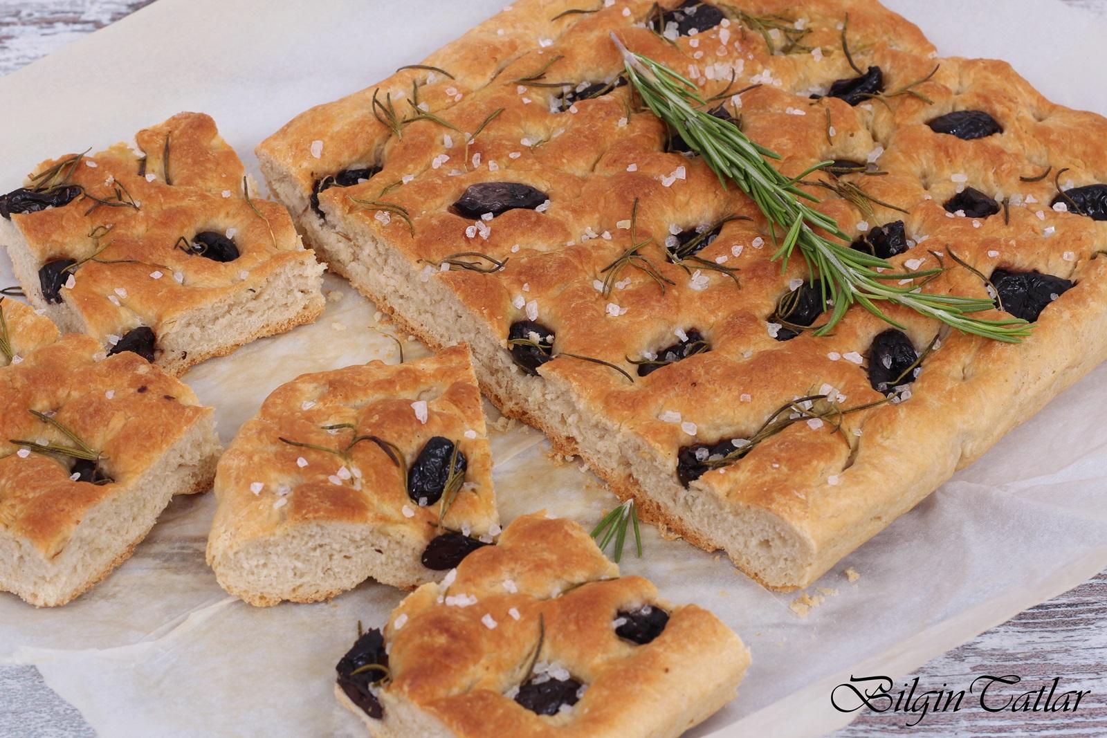 Parmesanlı Zeytinli Ekmekler