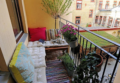 sofá em tecido na varanda