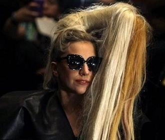 Lady gaga çılgın saç modelleri ve renkleri 2012 2013