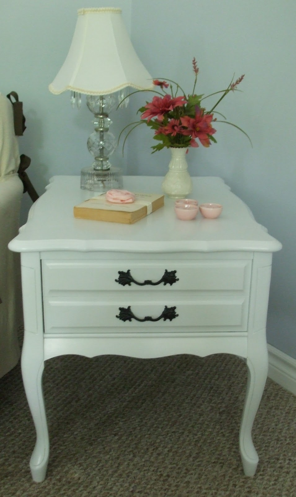 Exceptionnel French Provincial End Table