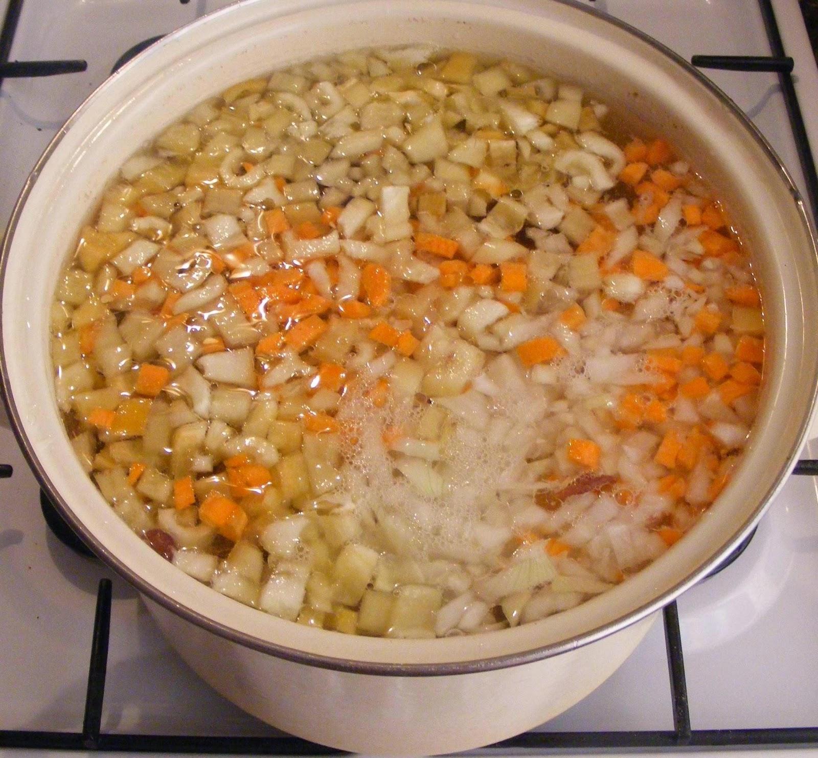 preparare ciorba de fasole pestrita, retete de mancare, preparare ciorbe, cum se prepara ciorba de fasole pestrita, cum facem ciorba de fasole, retete de post, retete culinare, reteta ciorba, retete de ciorba,