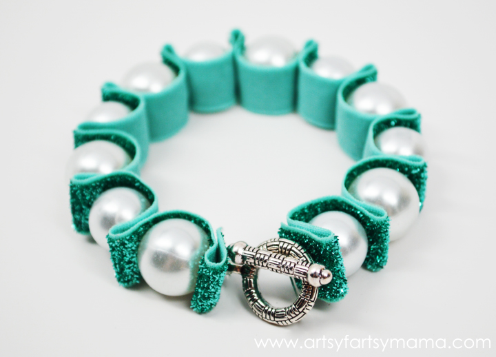 DIY Ribbon & Pearl Bracelet from artsyfartsymama.com #jewelry #ribbon