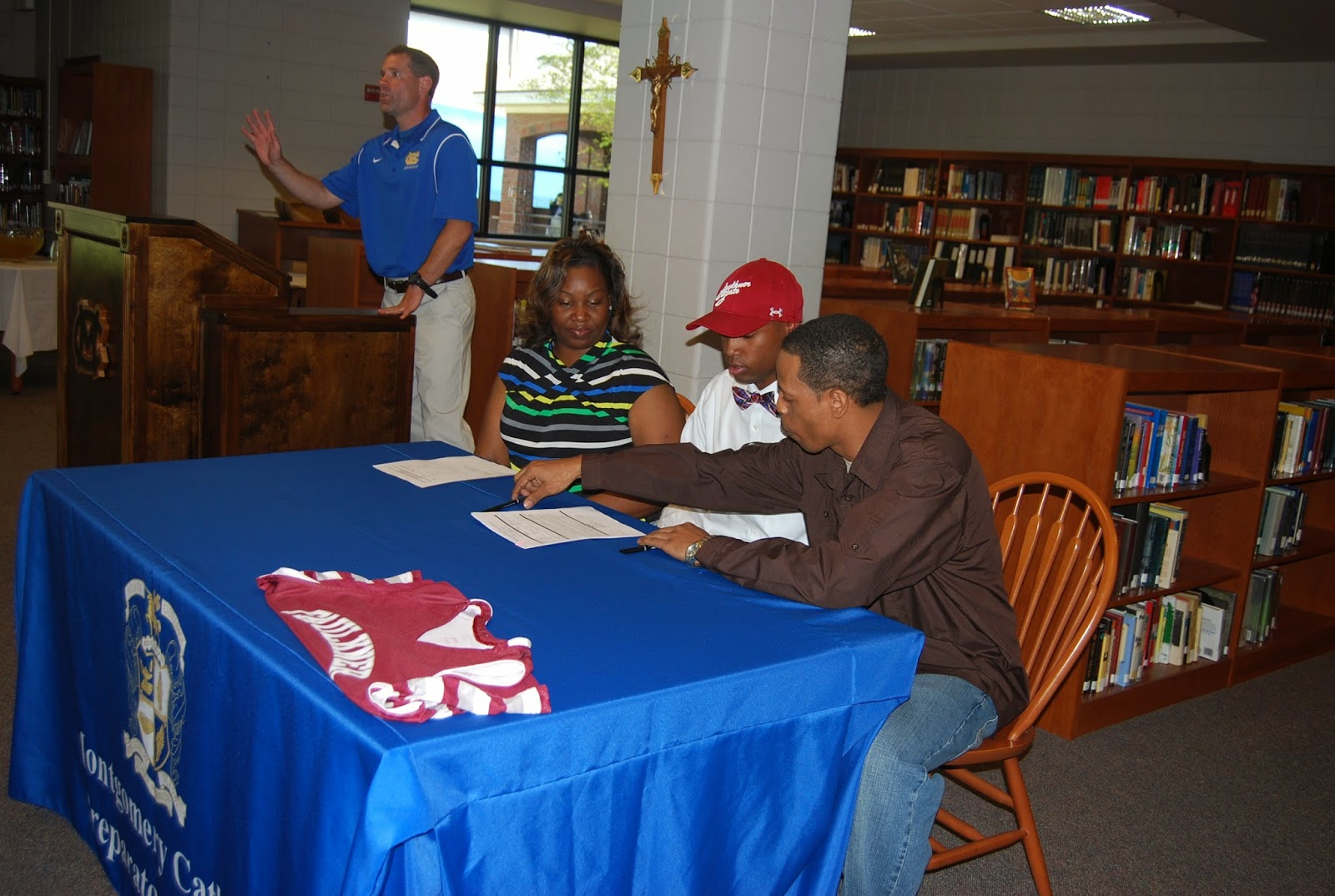 Montgomery Catholic's Thomas Signs to Play College Basketball 1