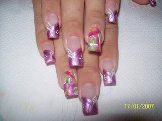 modelo de uñas rosadas y colores