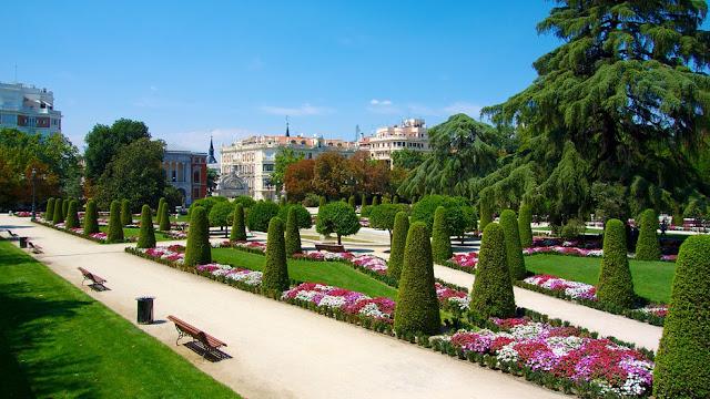 gia ve may bay di madrid - Công viên xanh mát ở Madrid