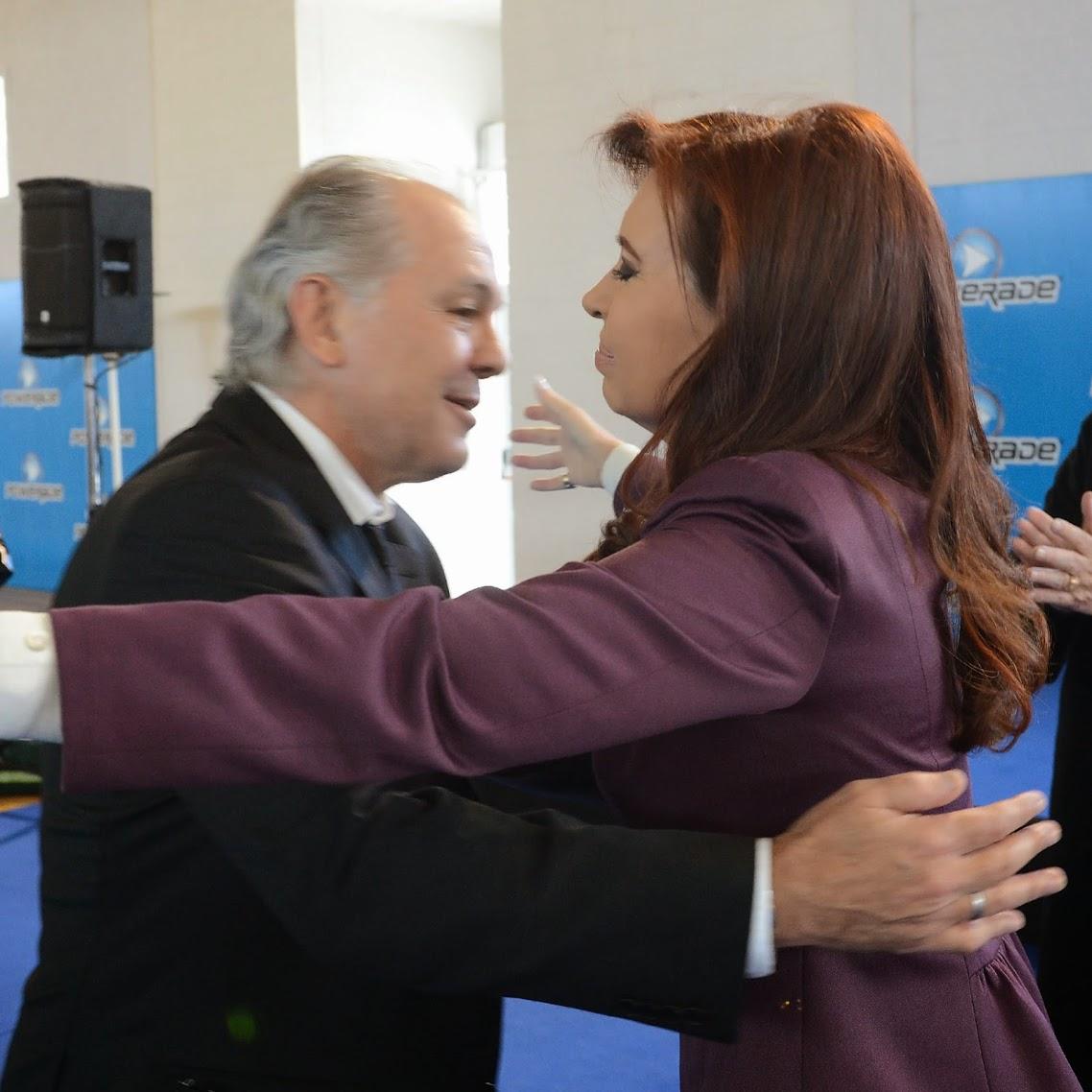 http://1.bp.blogspot.com/-697HLvz_20s/U8QW_RXyfwI/AAAAAAAAlpo/0AME89-aZTY/s1138/Sabella+-+La+Patria+es+el+otro,+el+equipo+es+el+otro;+hablar+de+grupo,+significa+hablar+de+construcciones+colectivas.jpg