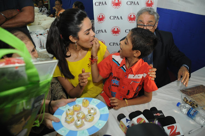 mallika sherawat visits cancer patients aid ociation. actress pics