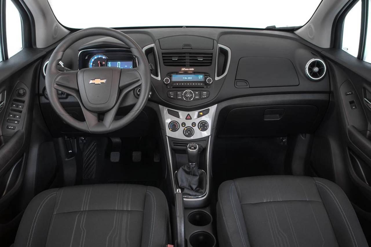 Carro tracker chevrolet 2014 interior