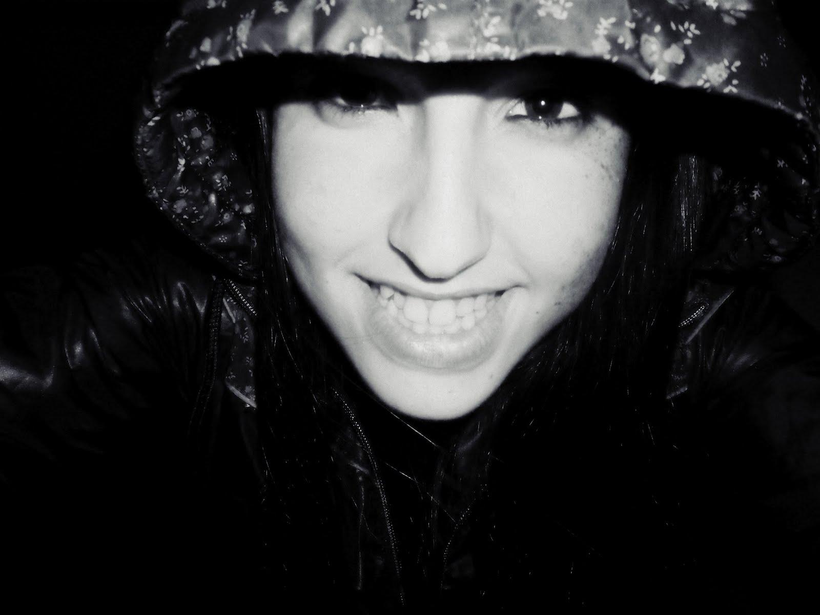 No pares de sonreír -
