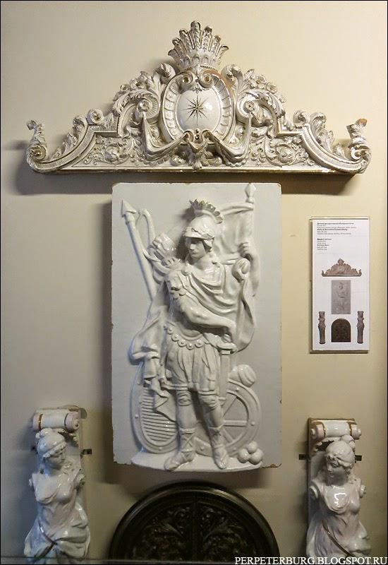 Керамические украшения в музее истории Петербурга