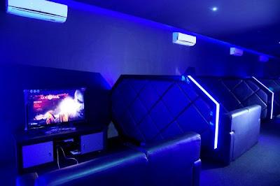 11 Cyber cafe yang super canggih ,terasa dalam Tron Legacy