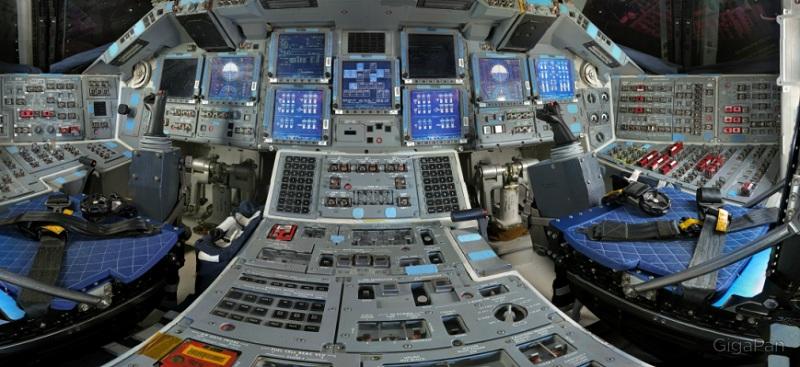 Fotos del interior del transbordador espacial discovery en for Interior nave espacial