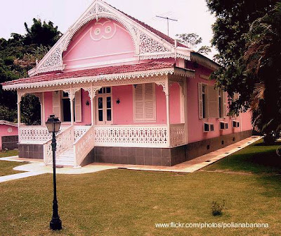 Casa residencial pintada de rosado