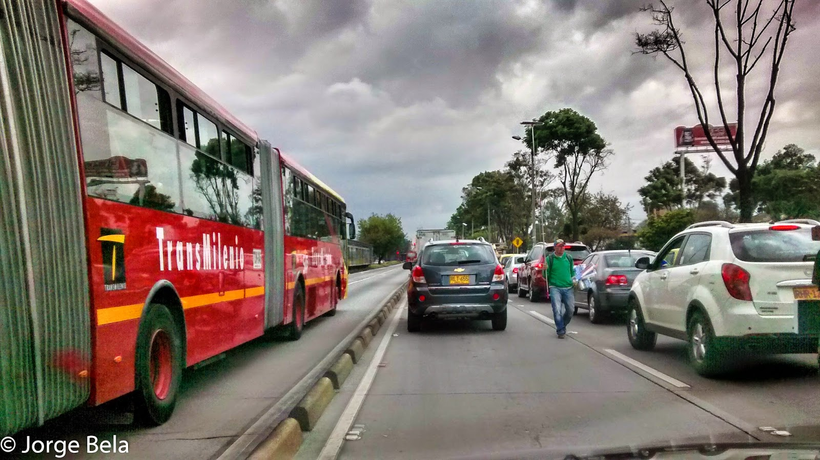 El TransMilenio opera a plena capacidad, y los trancones son interminables