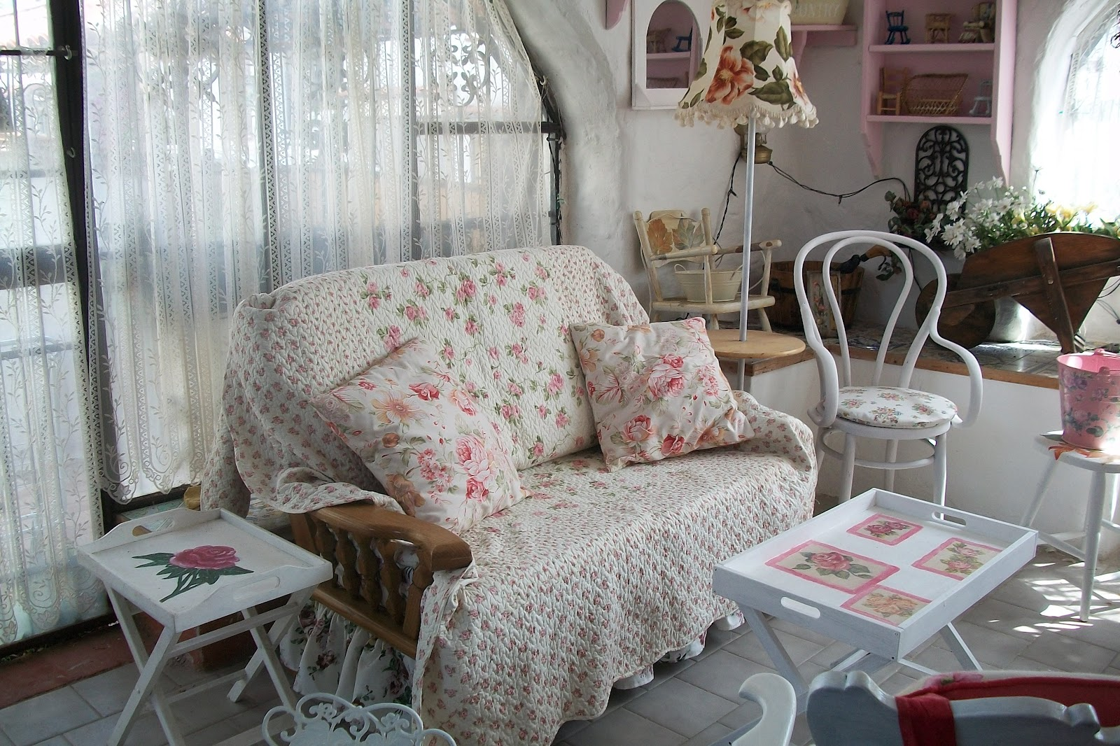 Divano a l piccolo idee per il design della casa for Piccolo creatore della pianta della casa