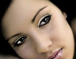 Fotos de Mujeres con Ojos Negros