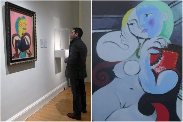 Visitante de la exposición Pablo Picasso y el arte británico moderno ante el cuadro Retrato de Lee Miller en  la Galería Nacional de Arte Moderno de Escocia en Edimburgo,  Scottish National Gallery of Modern Art, Edinburgh - Mujer desnuda sobre un sillón rojo, cartel promocional de la exposición