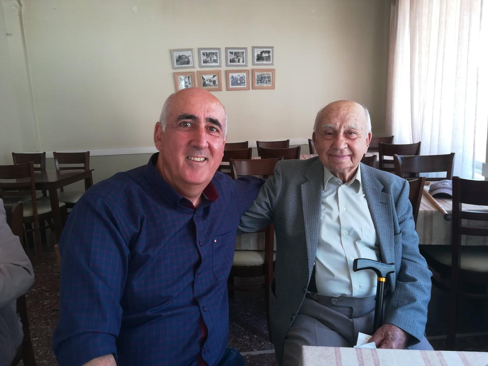 Με τον 100 χρονο  Μελισσοκόμο Θείο μου Πασχάλη Αλέξανδρο