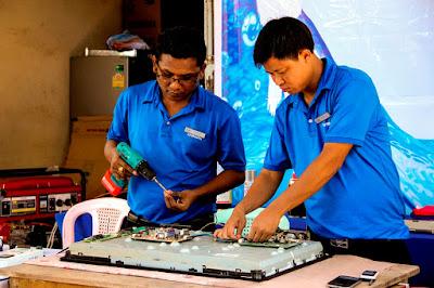 Samsung Myanmar မွ ကေလးေဒသခံမ်ား၏ အိမ္သံုးလွ်ပ္စစ္ပစၥည္းမ်ား အခမဲ့ စစ္ေဆးေပး