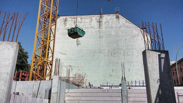 Baustelle Neubau eines Boardingwohn- und Geschäftshauses, Oranienburger Straße / Große Hamburger Straße, 10115 Berlin, 28.04.2014