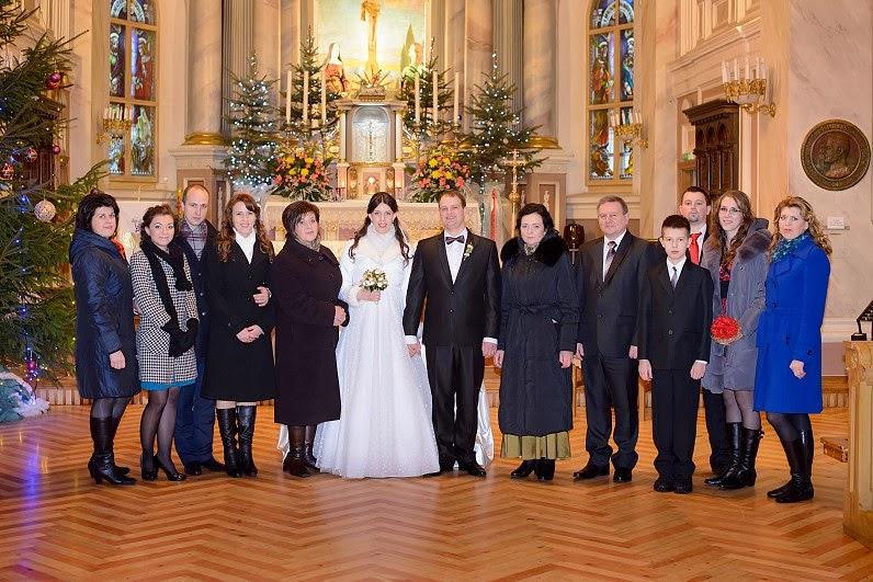 gražios vestuvių nuotraukos bažnyčioje