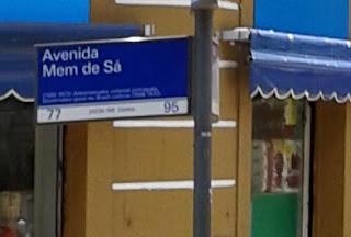 Foto da placa da Rua Mem de Sá