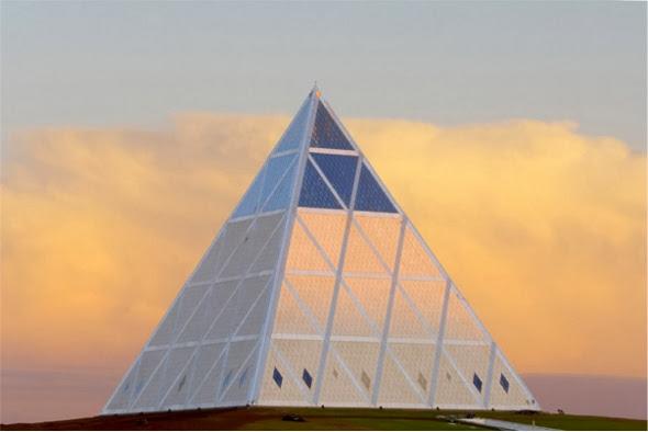 [Imagem: Piramide_Paz_02.jpg]