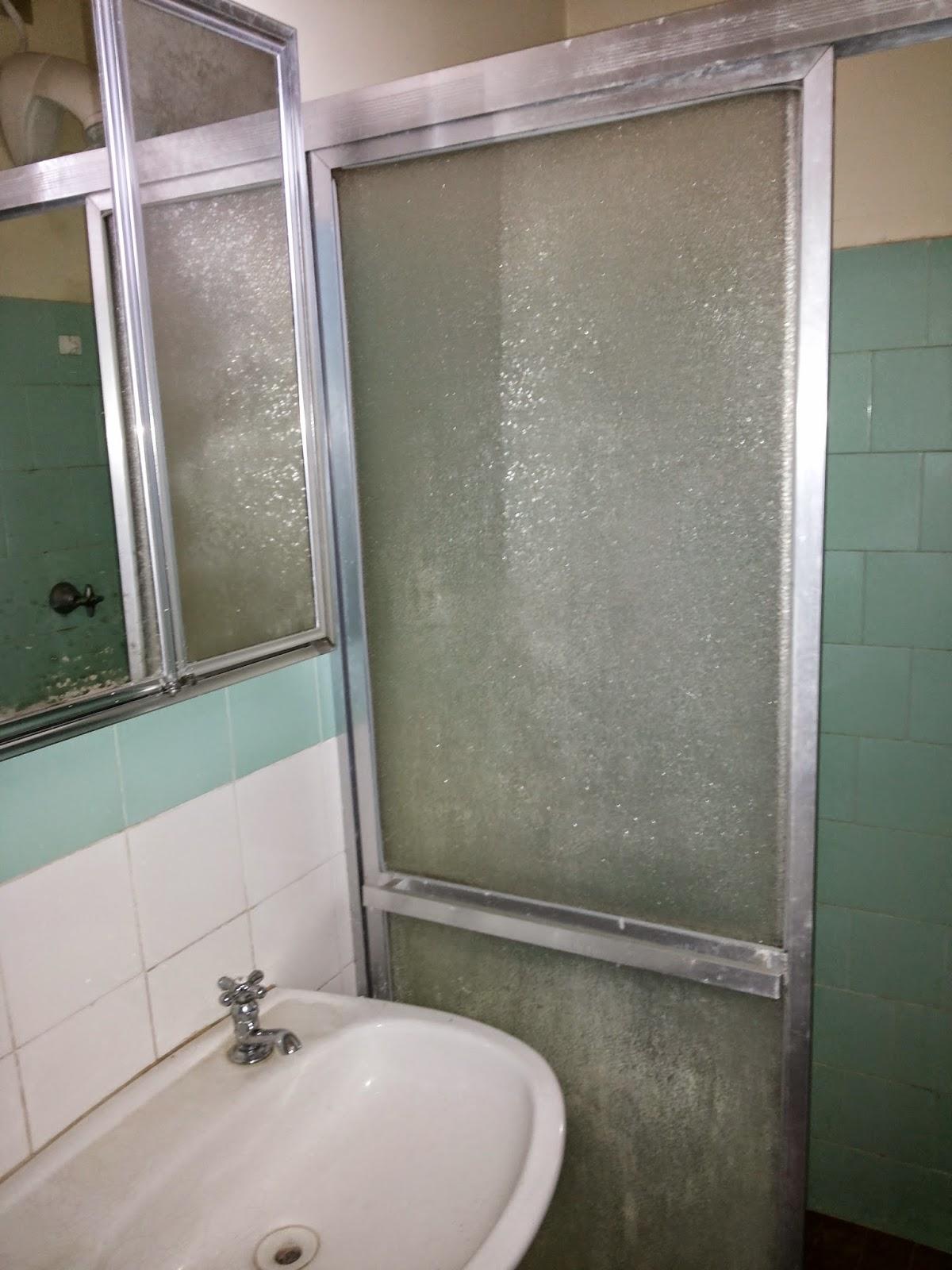 para o restante do banheiro e azulejo pastilhado para as paredes #5C5141 1200 1600