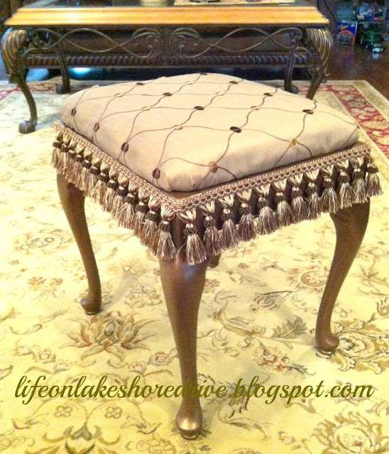 alt=&quot;queen anne stool makeover tutorial with martha stewart metallic bronze and fringe&quot;