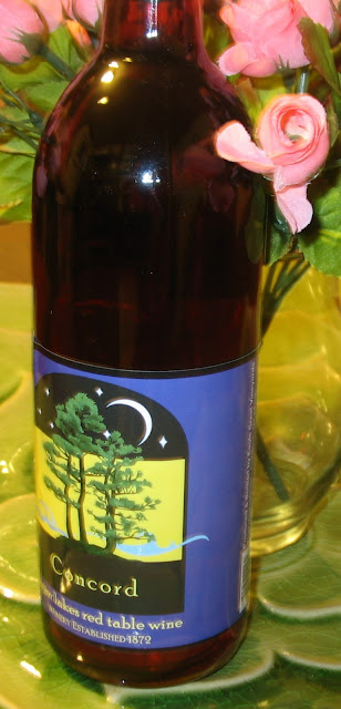 Try some delicious concord wine from Eagle Crest Vineyards!