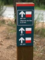 Indicador dels diversos senders de gran recorregut que segueixen aquest camí