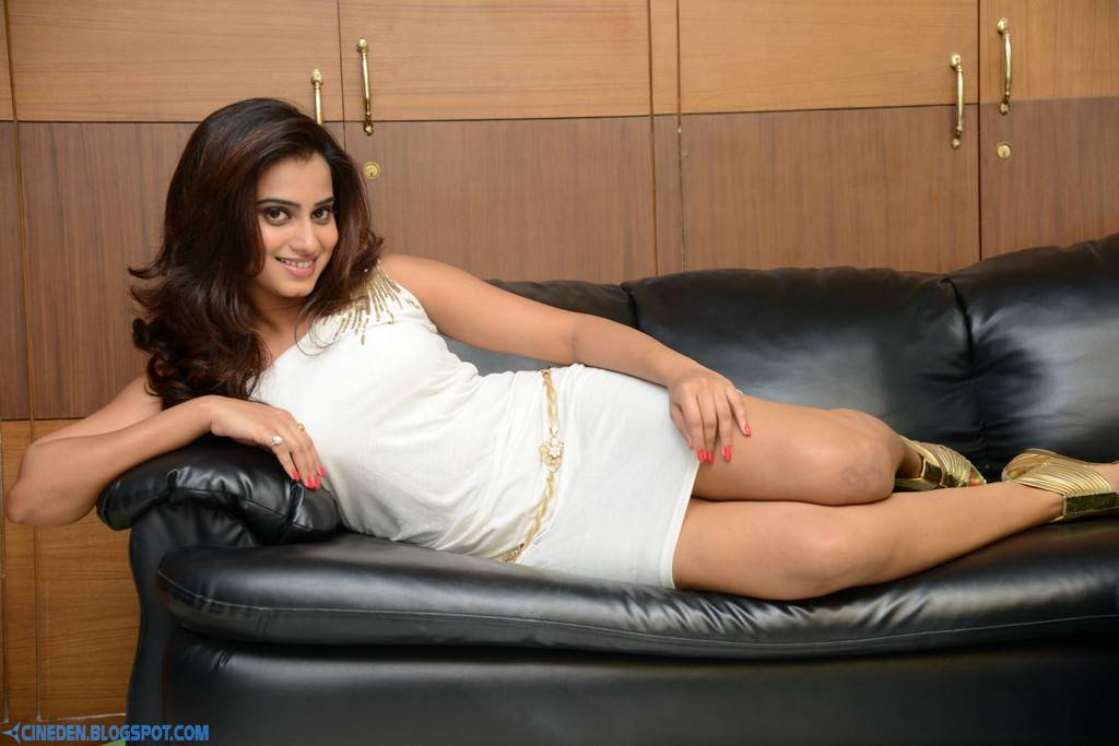 Dimple Chopade Spicy Photos - CineDen