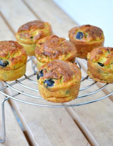 mini muffin di zucchine, olive e maionese